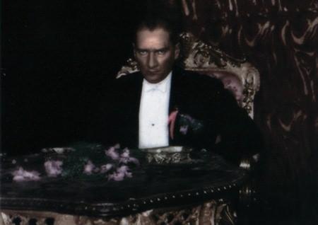 Görmediğiniz kareleriyle 'Atatürk' 198