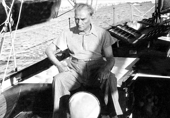 Görmediğiniz kareleriyle 'Atatürk' 20
