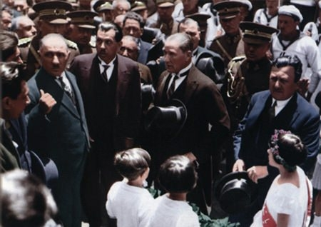 Görmediğiniz kareleriyle 'Atatürk' 200