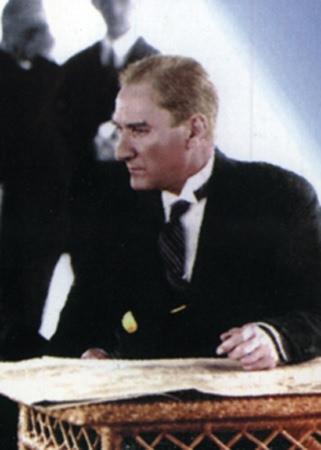 Görmediğiniz kareleriyle 'Atatürk' 203