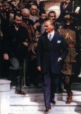 Görmediğiniz kareleriyle 'Atatürk' 211
