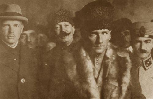 Görmediğiniz kareleriyle 'Atatürk' 22