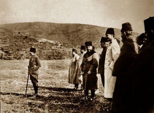 Görmediğiniz kareleriyle 'Atatürk' 23