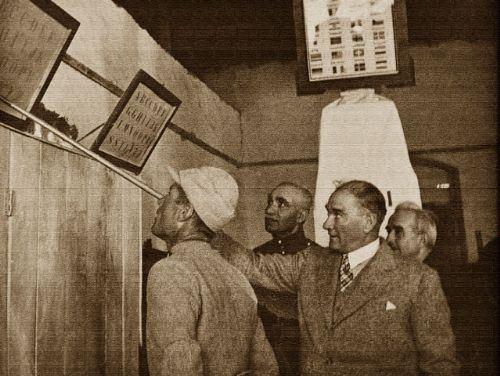 Görmediğiniz kareleriyle 'Atatürk' 25