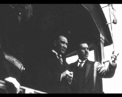 Görmediğiniz kareleriyle 'Atatürk' 26