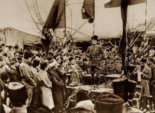 Görmediğiniz kareleriyle 'Atatürk' 28