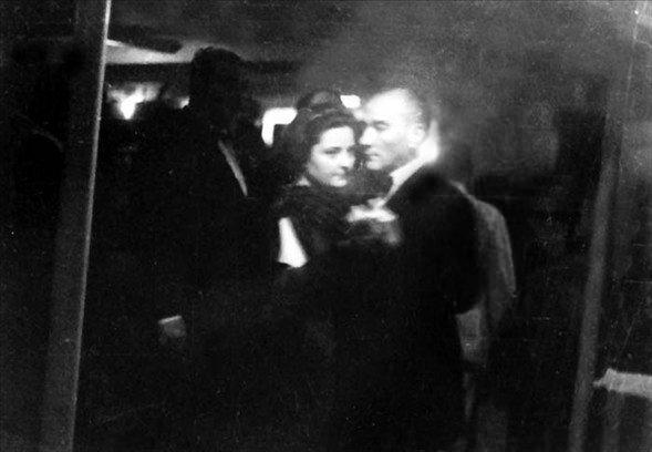 Görmediğiniz kareleriyle 'Atatürk' 43