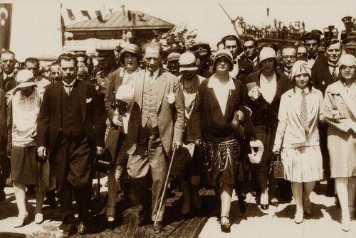 Görmediğiniz kareleriyle 'Atatürk' 46