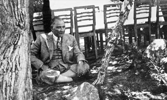 Görmediğiniz kareleriyle 'Atatürk' 48