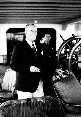 Görmediğiniz kareleriyle 'Atatürk' 5