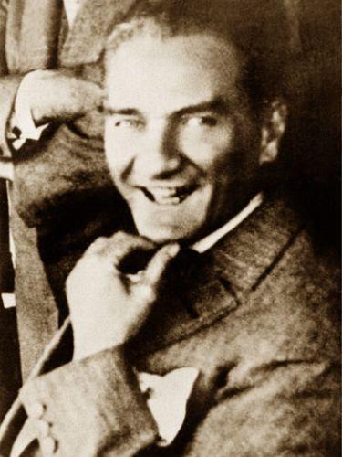 Görmediğiniz kareleriyle 'Atatürk' 53
