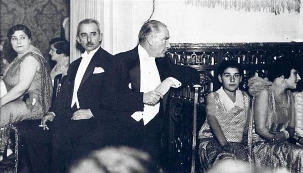 Görmediğiniz kareleriyle 'Atatürk' 55