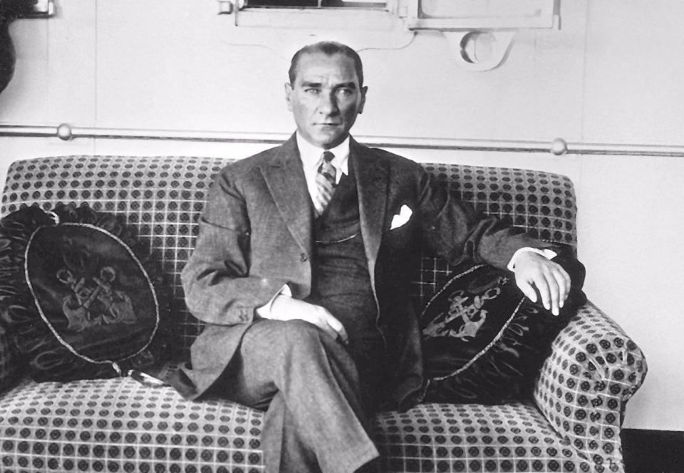 Görmediğiniz kareleriyle 'Atatürk' 56
