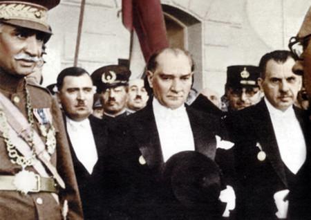 Görmediğiniz kareleriyle 'Atatürk' 57