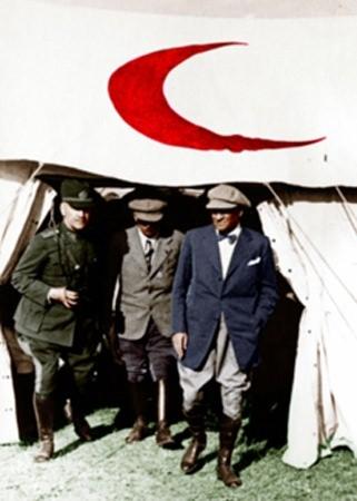 Görmediğiniz kareleriyle 'Atatürk' 60