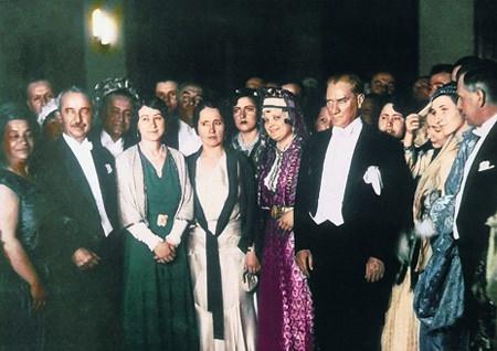 Görmediğiniz kareleriyle 'Atatürk' 61