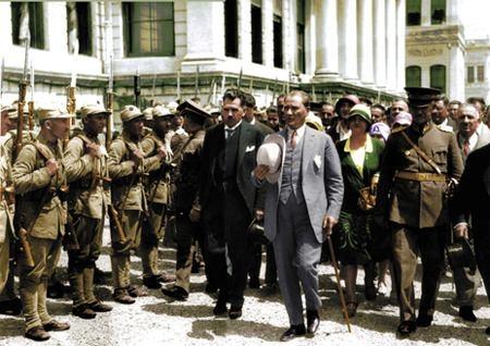 Görmediğiniz kareleriyle 'Atatürk' 64