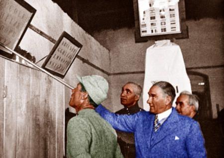 Görmediğiniz kareleriyle 'Atatürk' 67