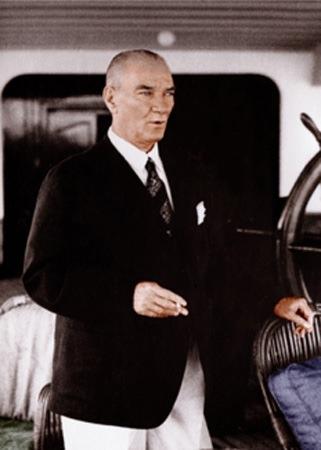 Görmediğiniz kareleriyle 'Atatürk' 68