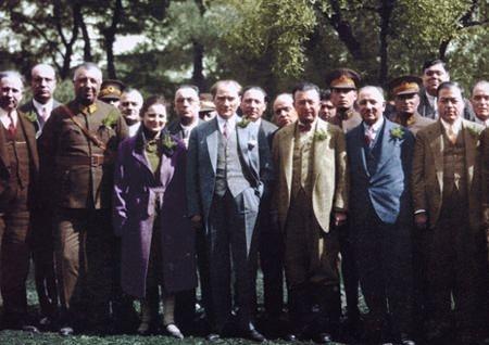 Görmediğiniz kareleriyle 'Atatürk' 70