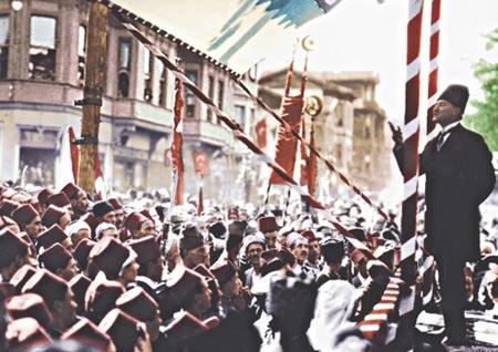 Görmediğiniz kareleriyle 'Atatürk' 71