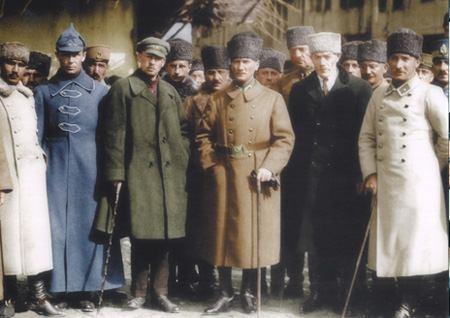 Görmediğiniz kareleriyle 'Atatürk' 73