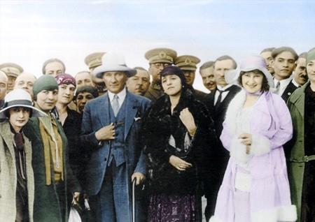 Görmediğiniz kareleriyle 'Atatürk' 74