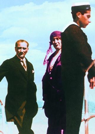 Görmediğiniz kareleriyle 'Atatürk' 75
