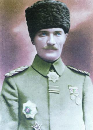 Görmediğiniz kareleriyle 'Atatürk' 76