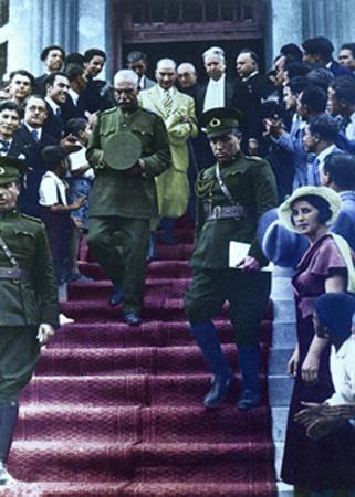 Görmediğiniz kareleriyle 'Atatürk' 77