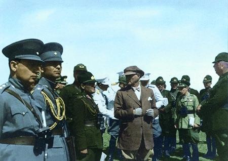 Görmediğiniz kareleriyle 'Atatürk' 80