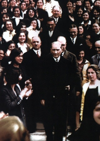 Görmediğiniz kareleriyle 'Atatürk' 81
