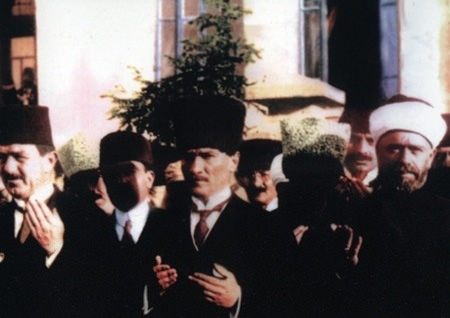 Görmediğiniz kareleriyle 'Atatürk' 82