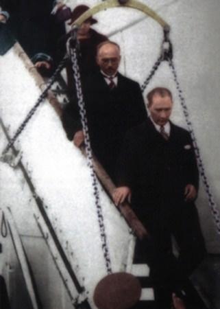 Görmediğiniz kareleriyle 'Atatürk' 83