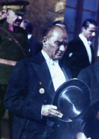 Görmediğiniz kareleriyle 'Atatürk' 84