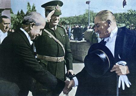 Görmediğiniz kareleriyle 'Atatürk' 90