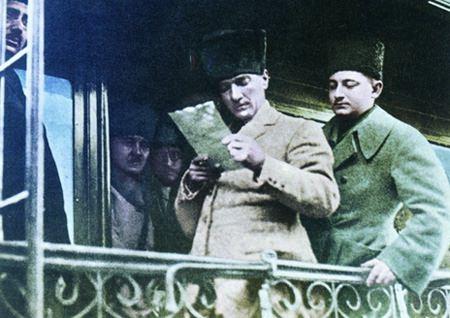 Görmediğiniz kareleriyle 'Atatürk' 95