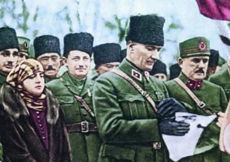 Görmediğiniz kareleriyle 'Atatürk' 96
