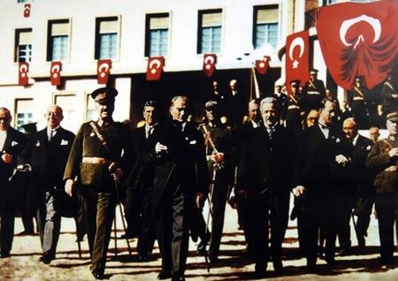 Görmediğiniz kareleriyle 'Atatürk' 98