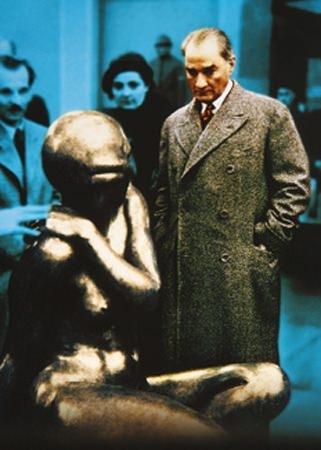 Görmediğiniz kareleriyle 'Atatürk' 99