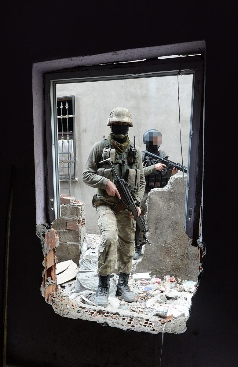 PKK'nın Şırnak'taki 3 'karargah'ı bulundu 26