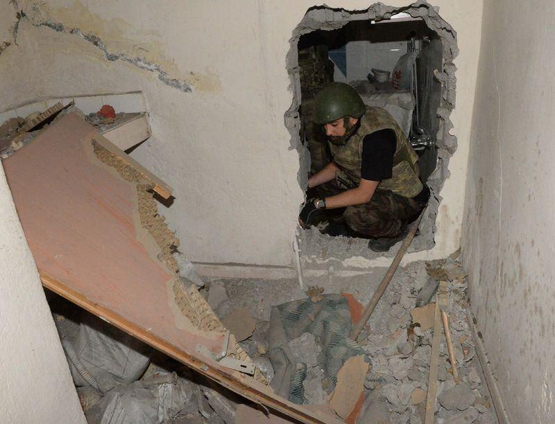 PKK'nın 'Patlayıcı imalathanesi' imha edildi 10