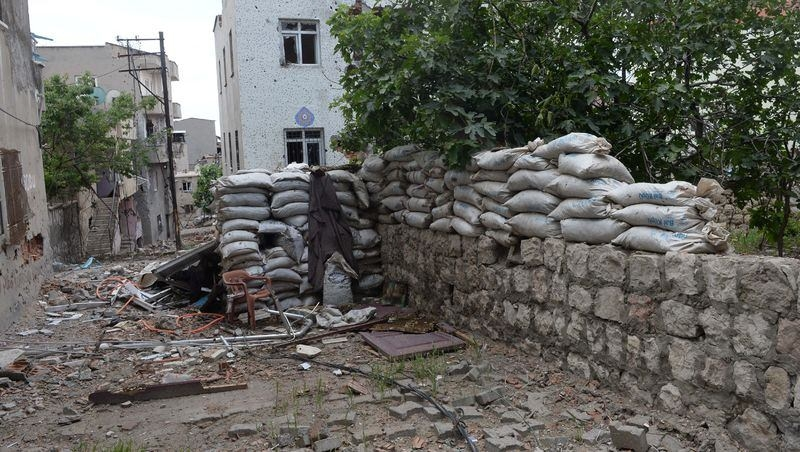 PKK'nın 'Patlayıcı imalathanesi' imha edildi 14