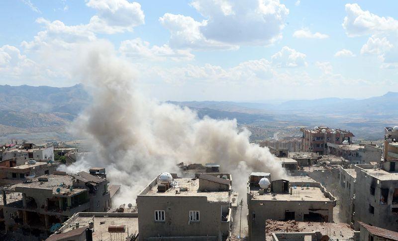 PKK'nın 'Patlayıcı imalathanesi' imha edildi 6