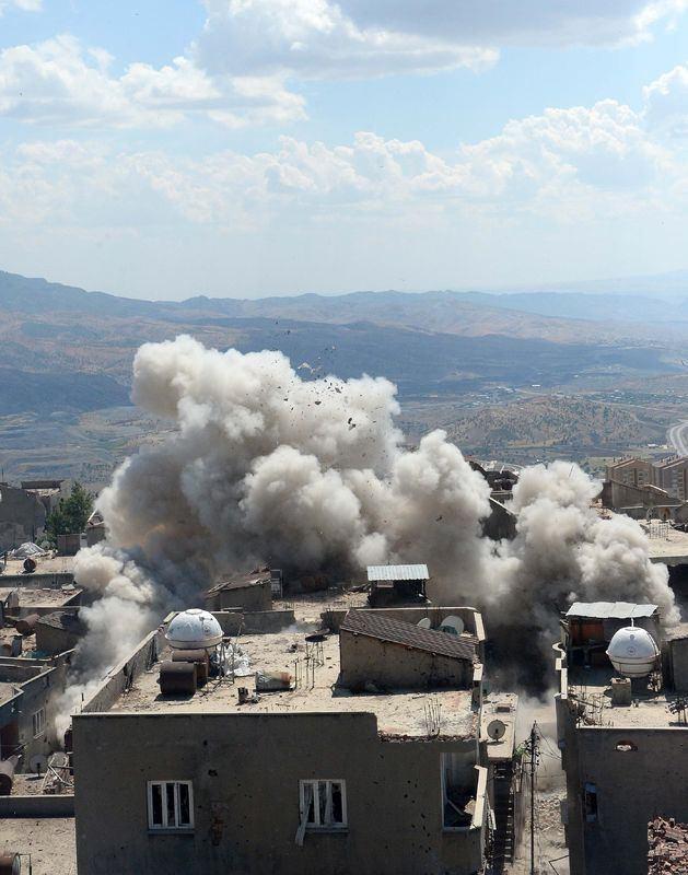 PKK'nın 'Patlayıcı imalathanesi' imha edildi 9