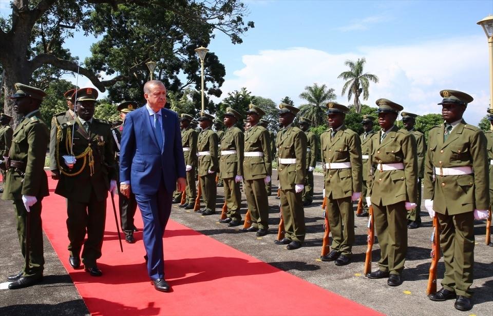Cumhurbaşkanı Erdoğan Uganda'da 12