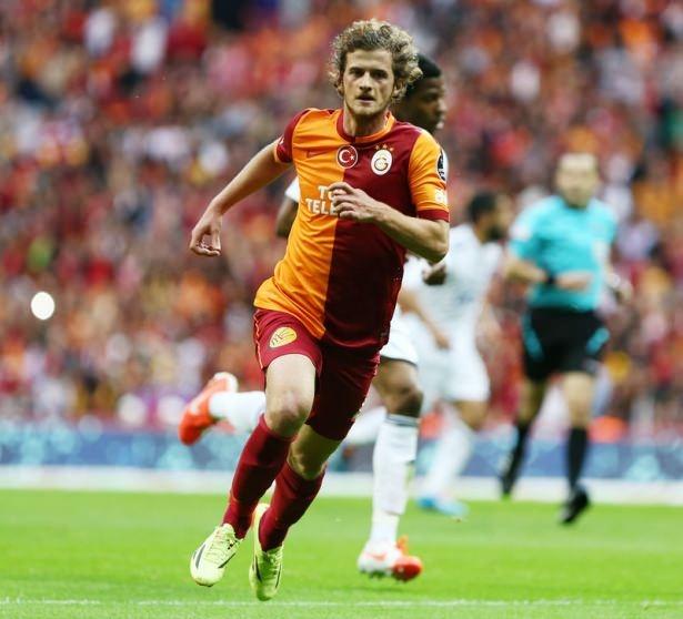 İşte Galatasaray'da gidecek ve kalacak isimler! 21