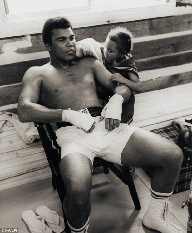 Muhammed Ali hayatını kaybetti 51