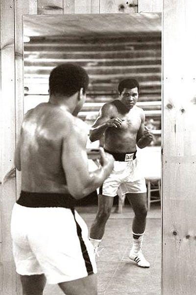 Muhammed Ali hayatını kaybetti 53