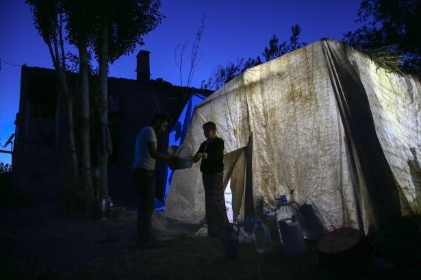 Yüksekovalılar ilk iftarı çadırda açtı 3